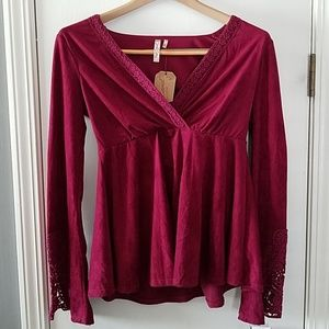 RED CAMEL RED VEE NECK SLEEVE LACED TOP. XS